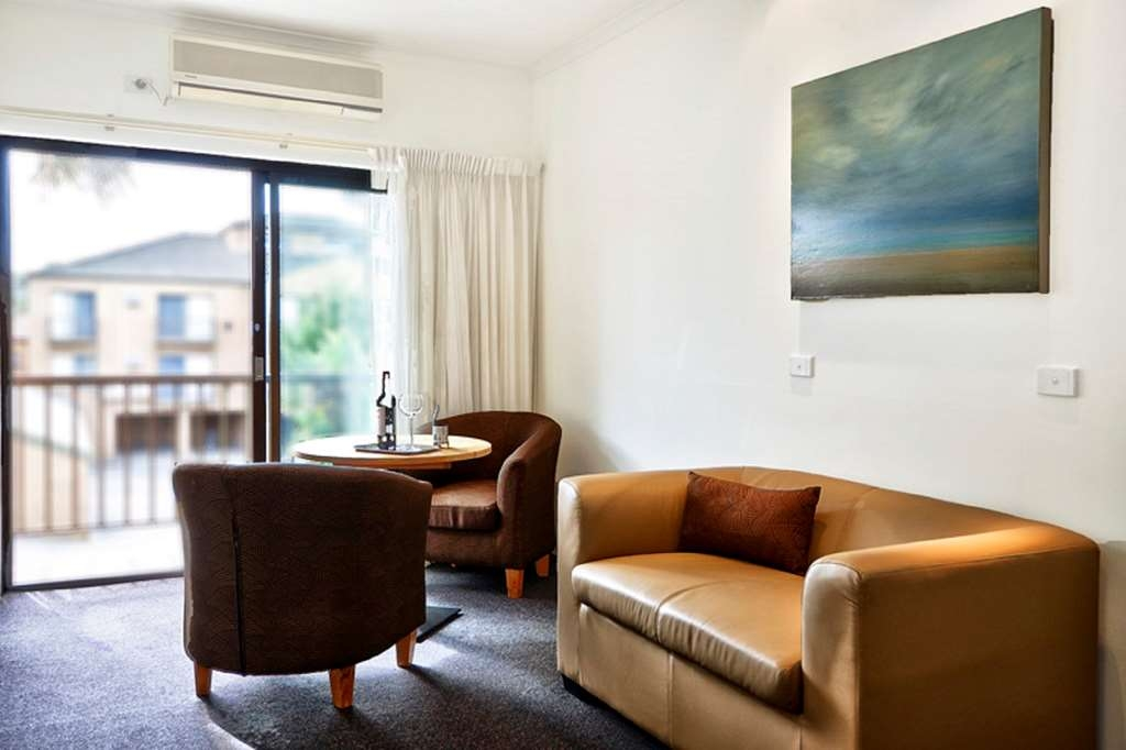 Best Western Geelong Motor Inn & Serviced Apartments - Zona para sentarse en la habitación