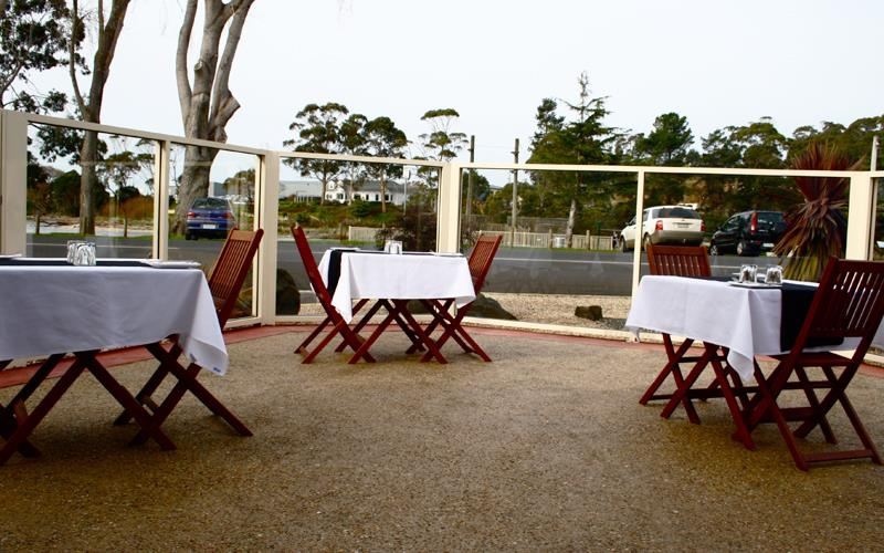 Best Western Murchison Lodge Motor Inn - Our outdoor alfresco dining area at Jetty Restaurant is family friendly & fully licensed. We offer you a warm dining experience while you enjoy the picturesque views of the Cam River. Enjoy one of our sumptuous seafood dishes or delicous mouth watering steaks & team them up with a delicous glass of wine from our bar. We can also cater for engagement gatherings, weddings, birthday dinners, wakes & much, much more.