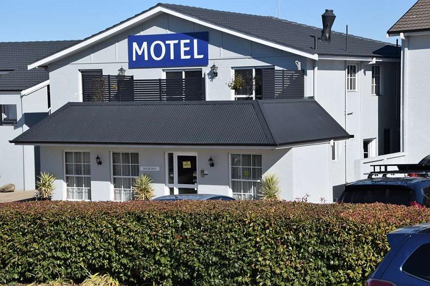 Best Western Coachman's Inn Motel - Hotel Entrance