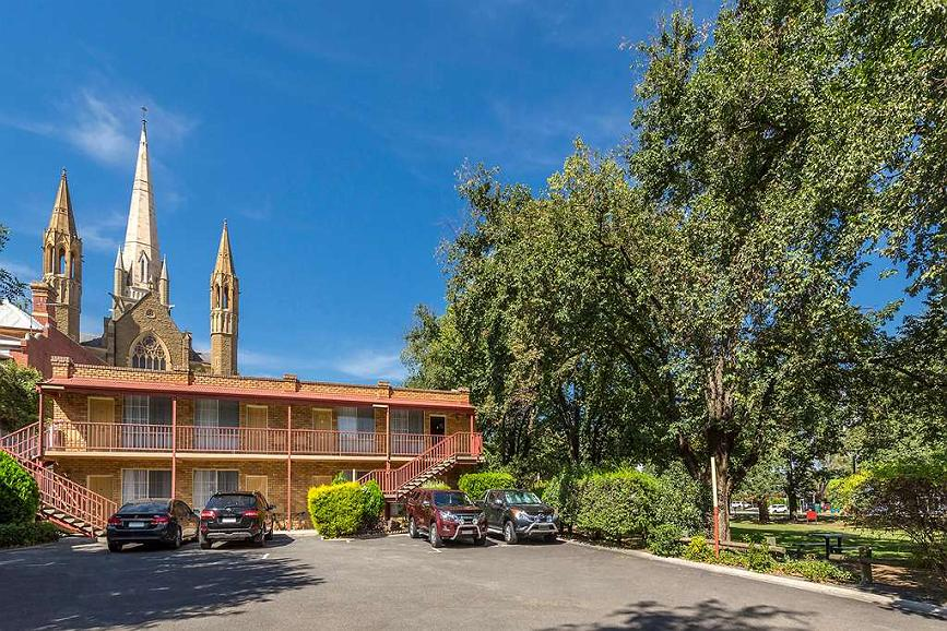 Best Western Cathedral Motor Inn - Best Western Cathedral Motor Inn - Exterior