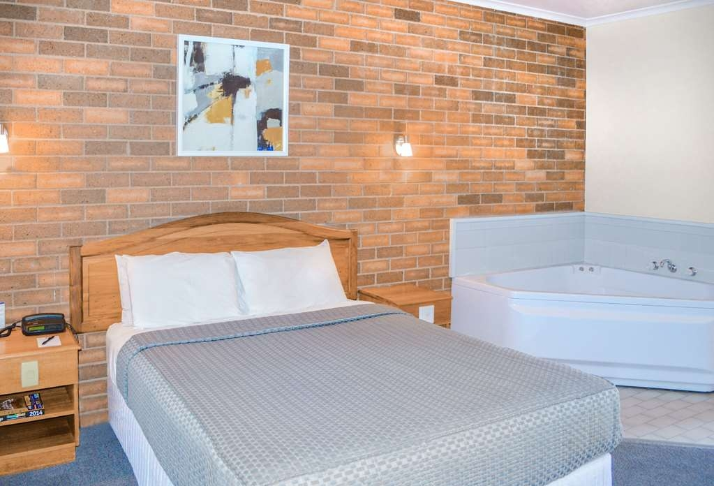 Best Western Cathedral Motor Inn - Standard Queen with Jetted Tub