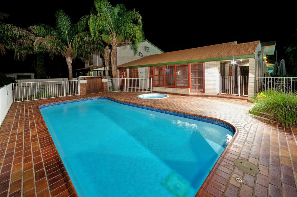 Best Western Tamworth Motor Inn - Swimming Pool and Hot Tub