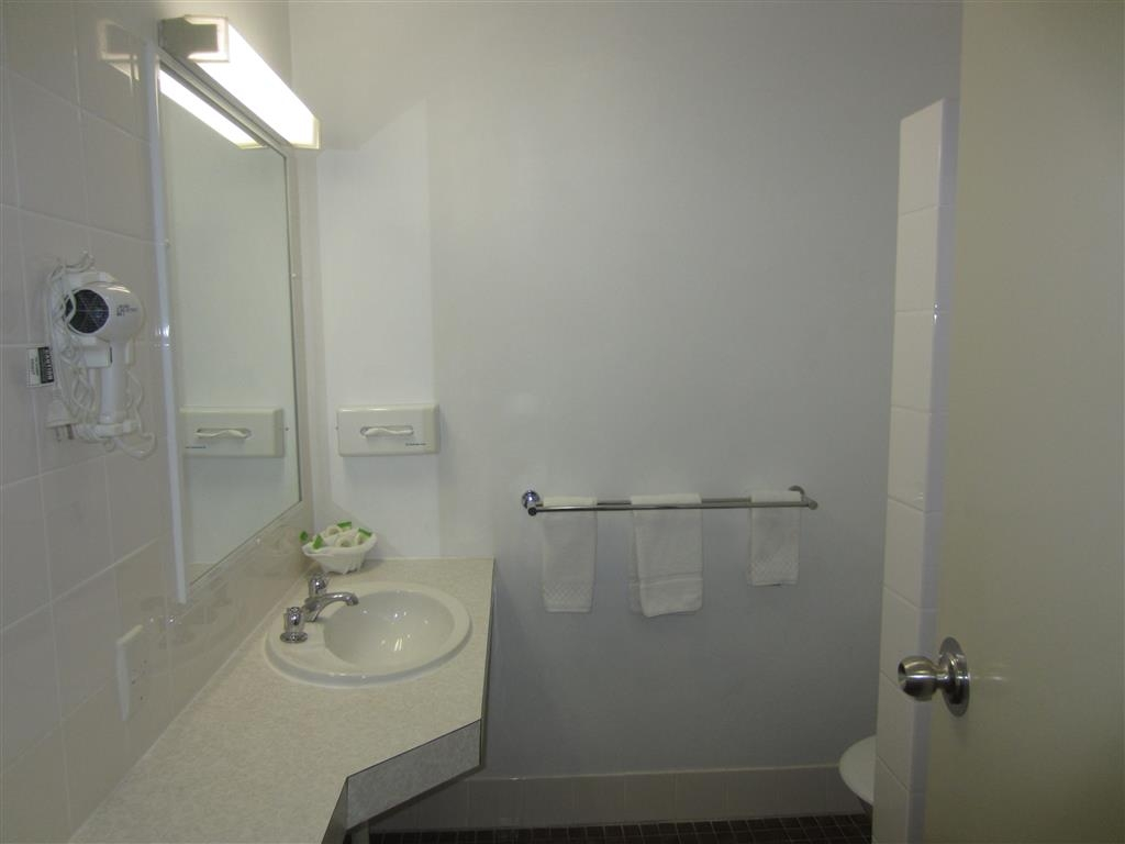 Best Western Tamworth Motor Inn - Guest Bathroom