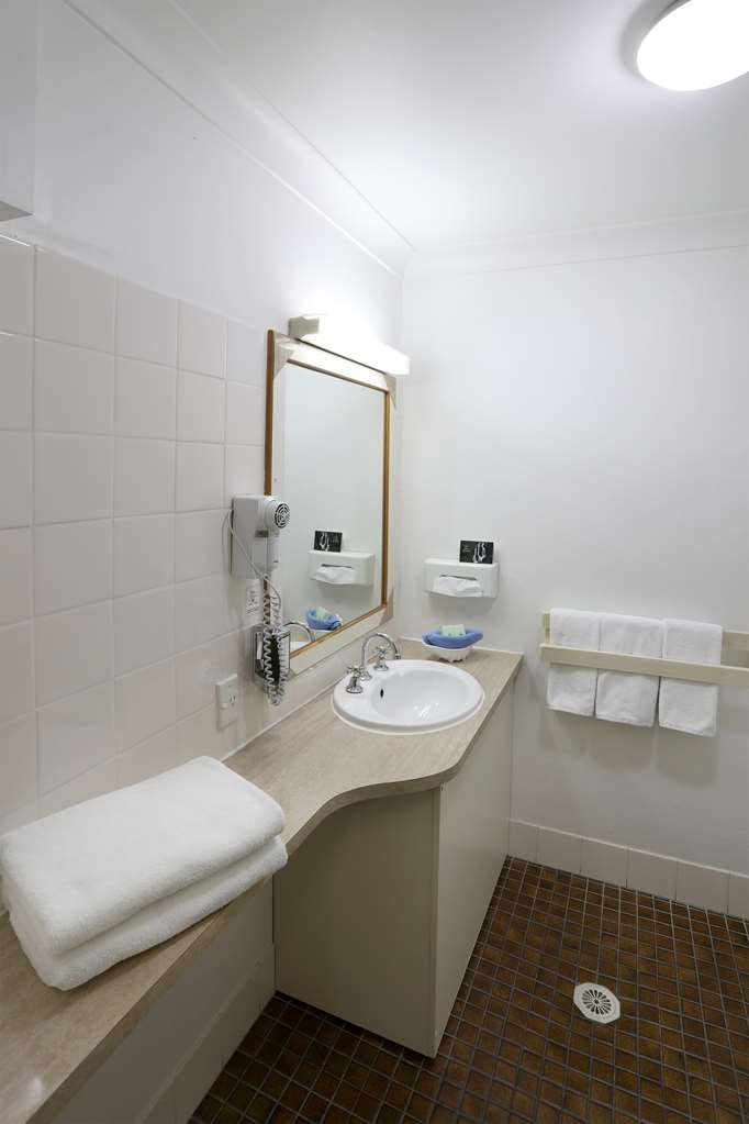 Best Western Tamworth Motor Inn - Bathroom
