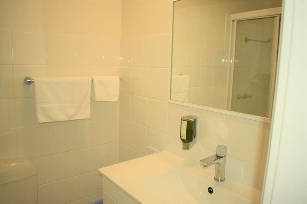 Best Western Parkside Motor Inn - Bathroom
