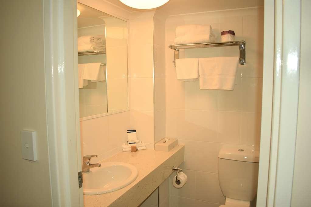 Best Western Parkside Motor Inn - Guest Bathroom