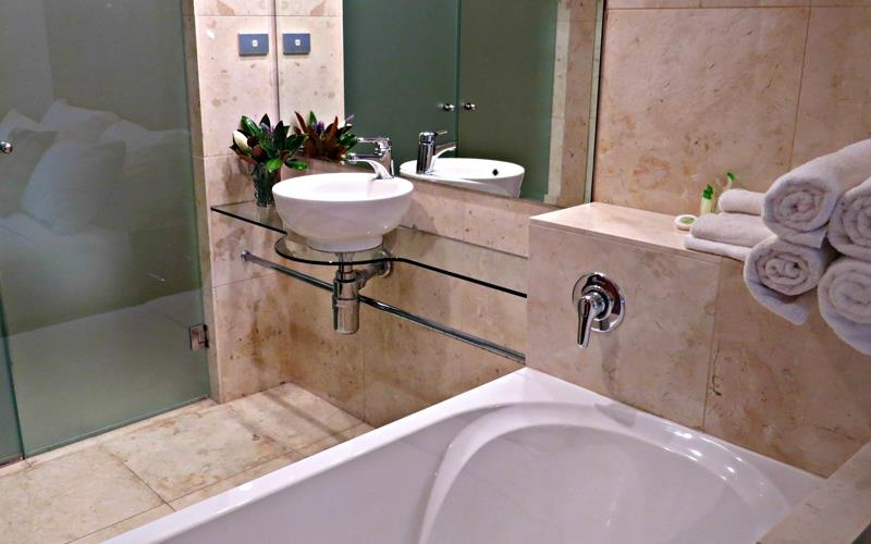 Best Western Plus Goulburn - Queen/King/2BR Apartment Bathroom