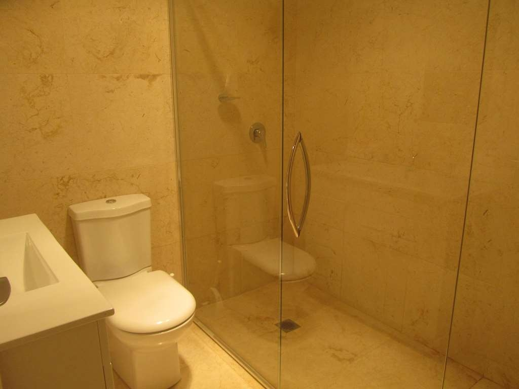 Best Western Plus Goulburn - 3 Bedroom House Bathroom Option