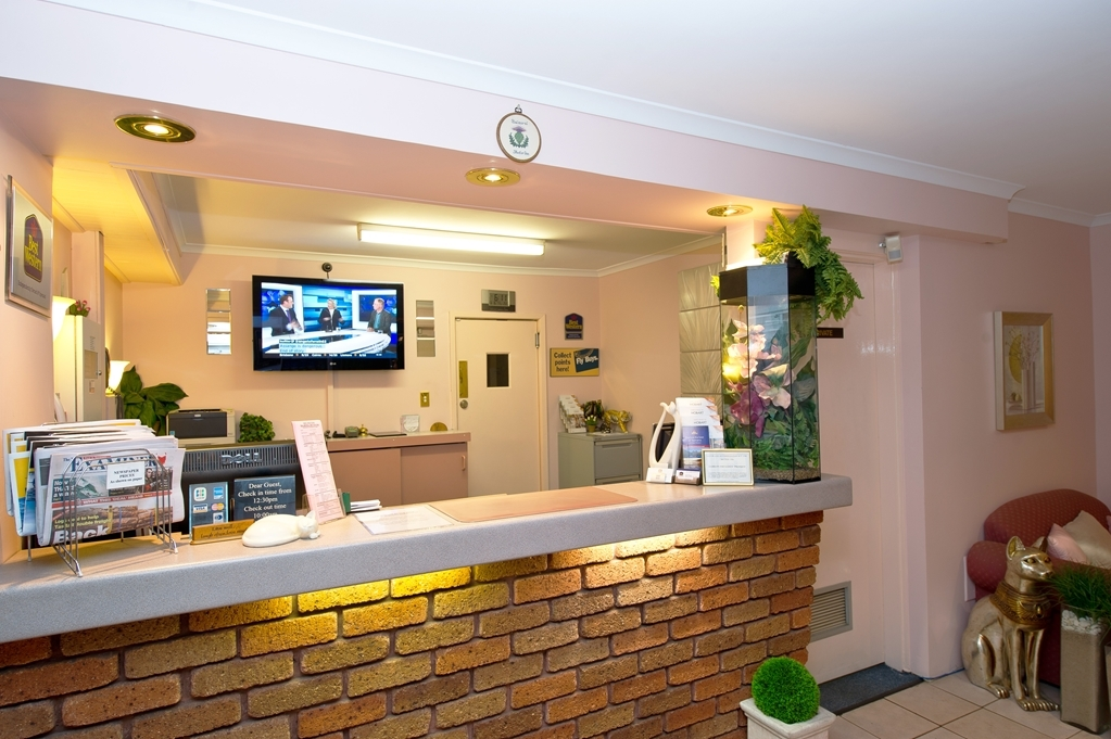 Best Western Balmoral Motor Inn - reception