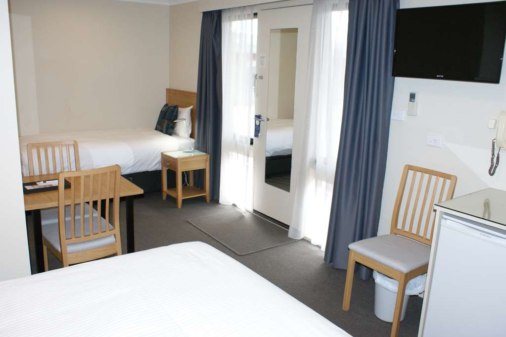 Best Western Apollo Bay Motel and Apartments - Twin Motel Room -1 King bed & 1 Single bed - with Pool View