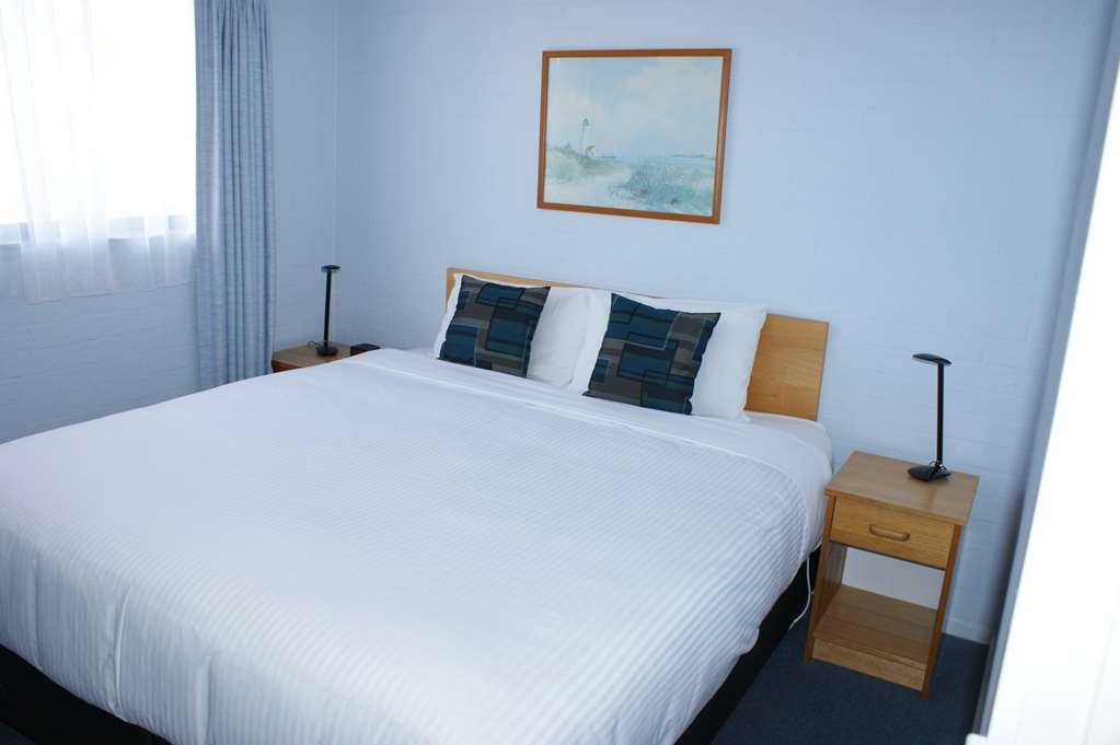 Best Western Apollo Bay Motel and Apartments - 2 Bedroom Apartment - 1 King bed and 1 Queen bed - Bedroom