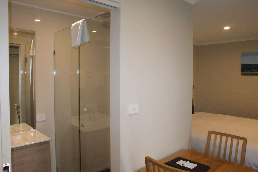 Best Western Apollo Bay Motel and Apartments - Twin Motel Room - 1 King bed and 1 Single bed