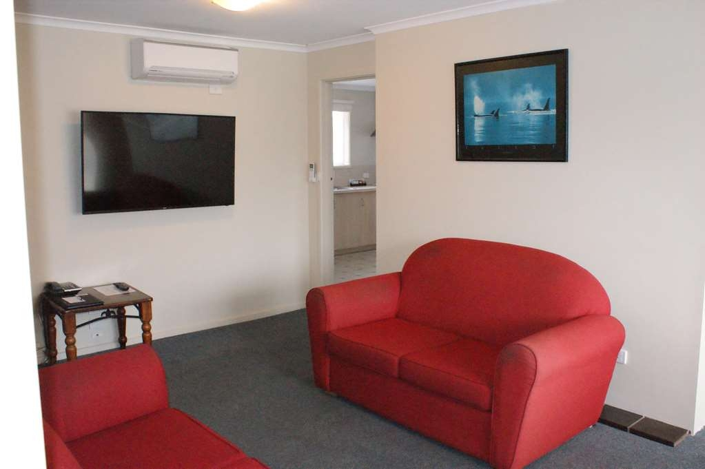 Best Western Apollo Bay Motel and Apartments - 2 Bedroom Self Contained Apartment – 1 King, 1 Queen and 1 Bunk bed - Lounge