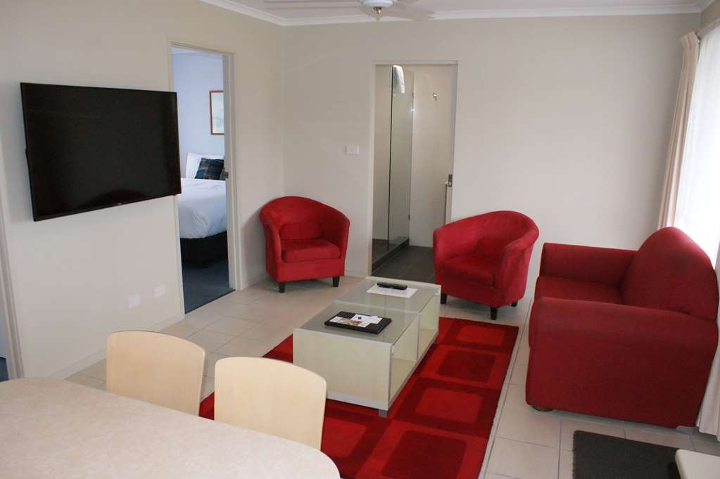Best Western Apollo Bay Motel and Apartments - 2 Bedroom Apartment - 1 King bed and 1 Queen bed - Living