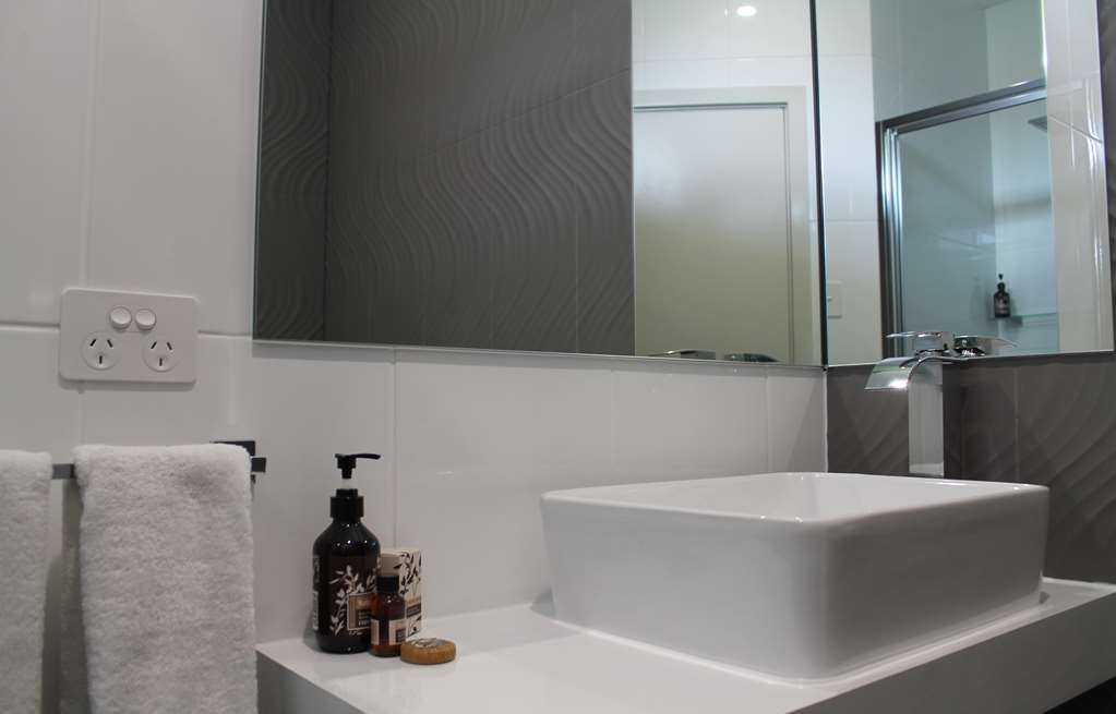 Best Western Robe Melaleuca Motel & Apartments - Deluxe Room Bathroom