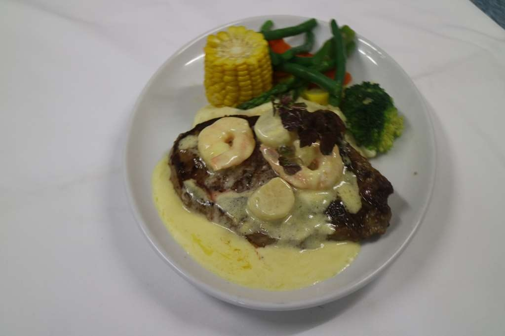 Best Western Endeavour Motel - Steak & Prawns