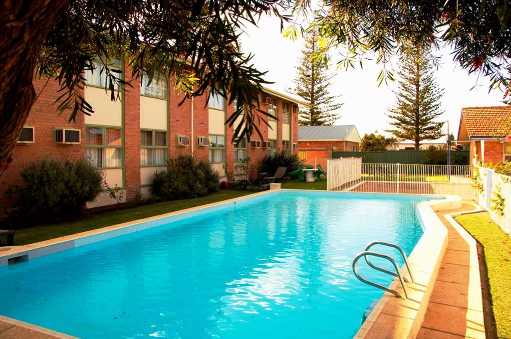 Best Western Hospitality Inn Esperance - By the pool