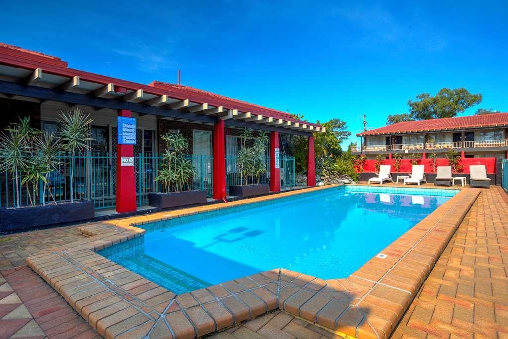 Best Western Zebra Motel - Vista de la piscina