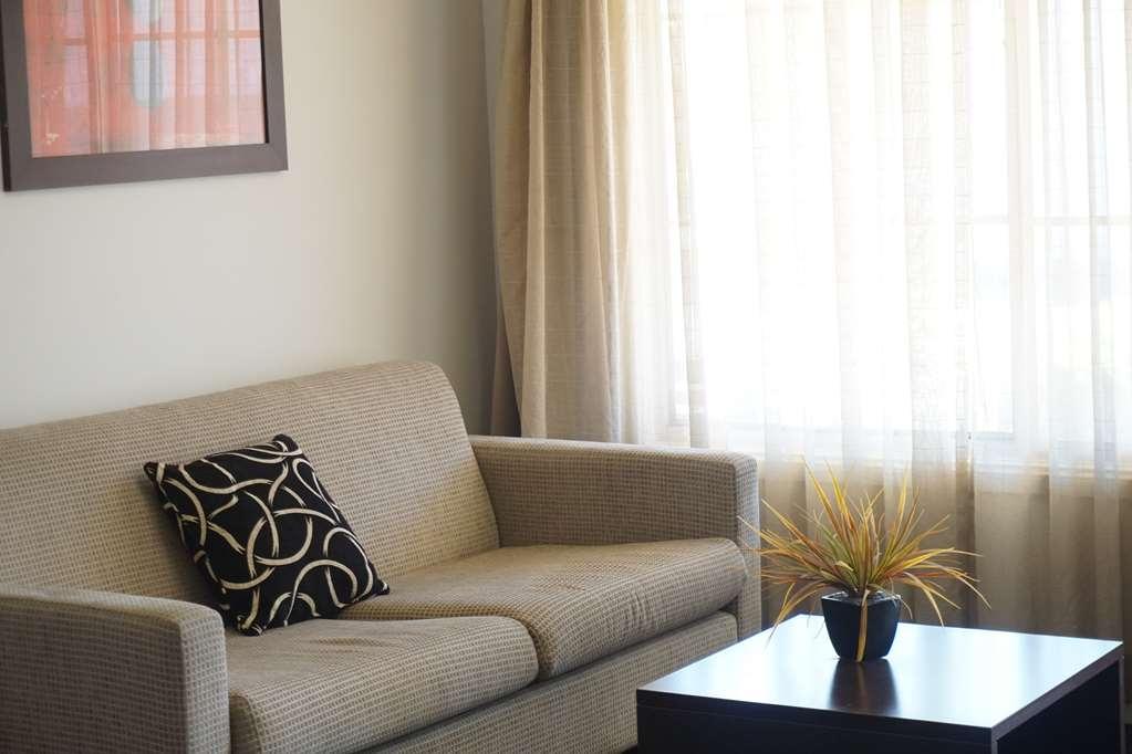 Best Western Plus Charles Sturt Suites & Apartments - Superior King Room