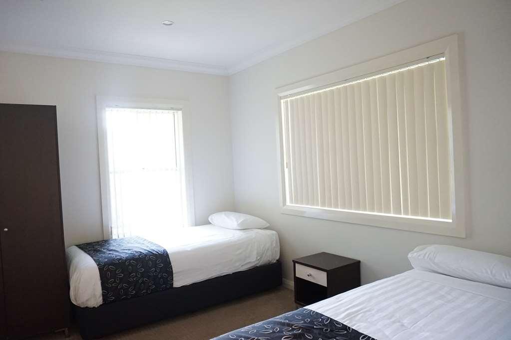 Best Western Plus Charles Sturt Suites & Apartments - Four Bedroom Apartment