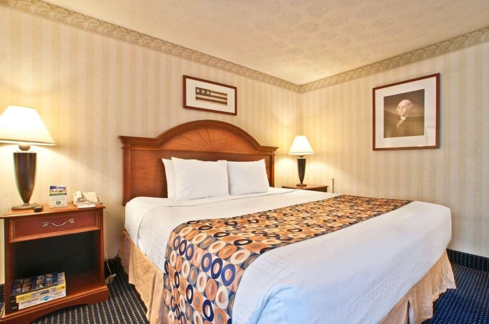 Best Western Pentagon Hotel - Reagan Airport - King Guest Room sleeps two comfortably and features a Keurig® coffee maker, microwave and refrigerator.