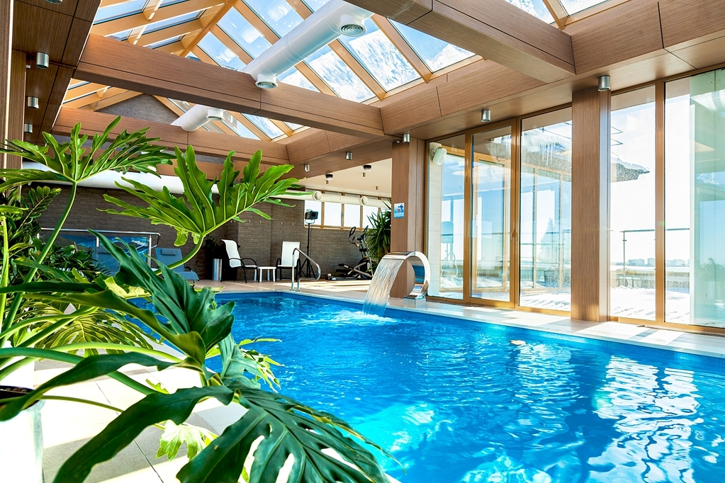 Best Western Russian Manchester Hotel - Indoor Roof Top Panoramic Swimming Pool