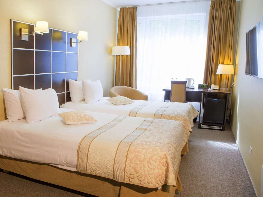 Best Western Kaluga Hotel - Standard Twin Guest Room- Non-smoking, two single beds, telephone, television, work desk and shower.