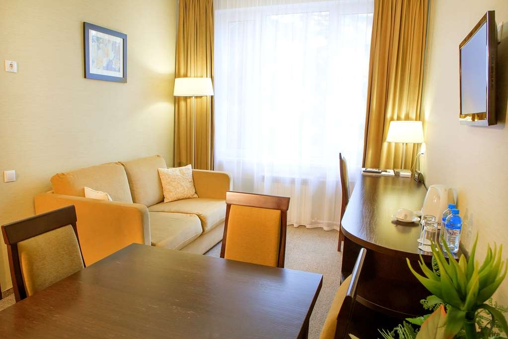 Best Western Kaluga Hotel - Suite- Non-Smoking, King Bed, Two Rooms, Sofa, Television, Dining Table, Telephone