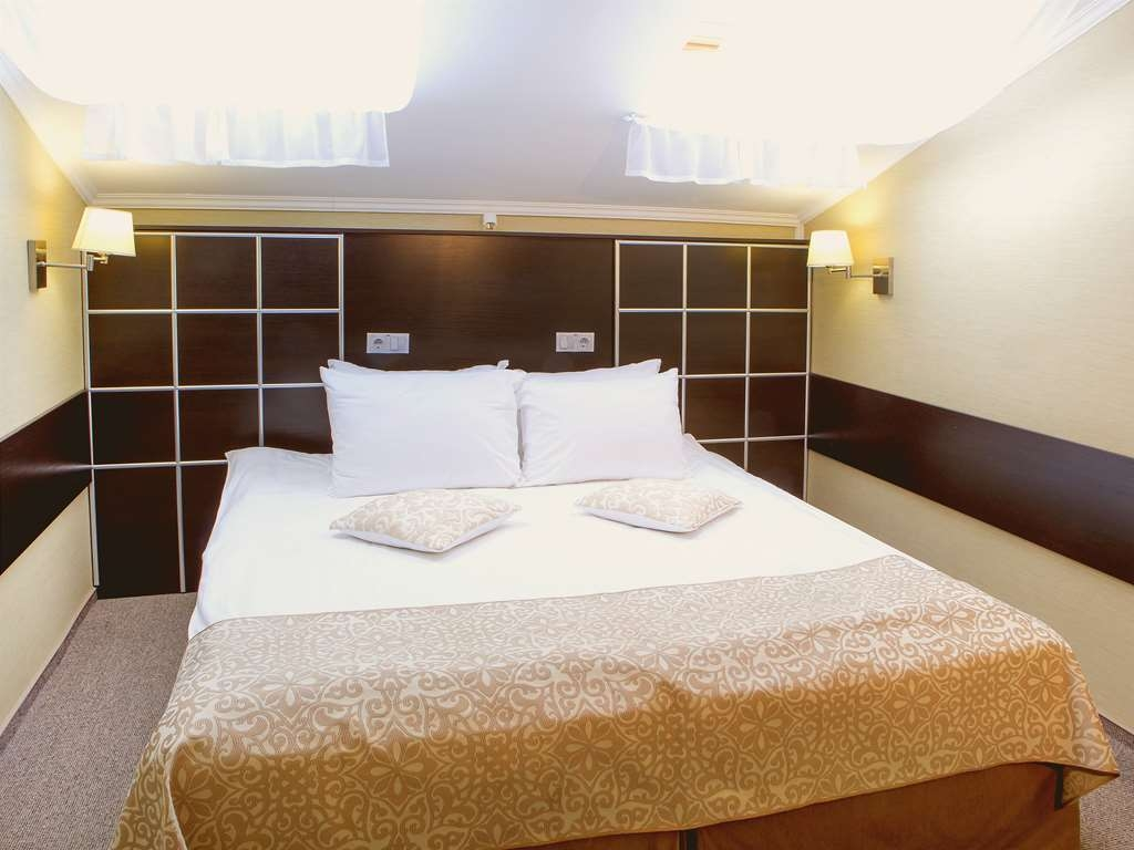 Best Western Kaluga Hotel - Standard Double Guest Room- Non-smoking, One Double Ded, Telephone, Television, Work Desk, Shower cabin, Free Wi-Fi