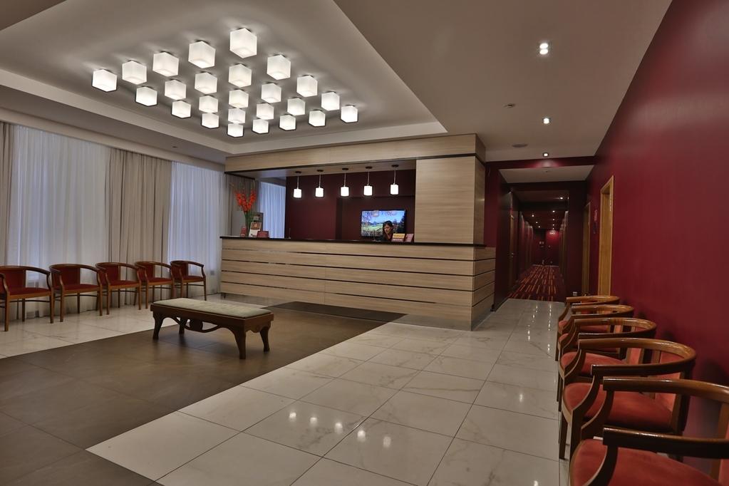 Best Western Plus Centre Hotel - Vista del vestíbulo