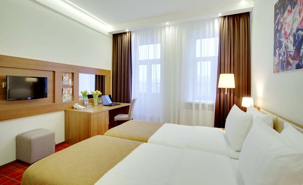 Best Western Plus Centre Hotel - 2 Single beds, Hairdryer, Safe, Cable TV and Complimentary Wi-Fi