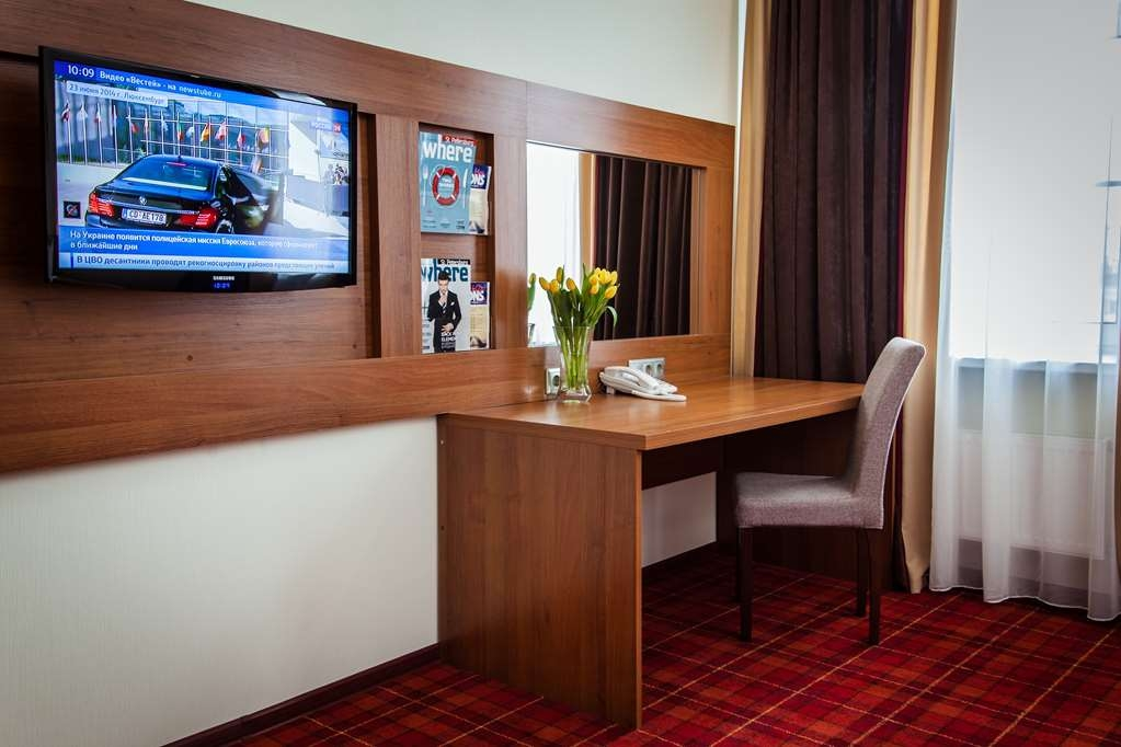 Best Western Plus Centre Hotel - King Bed, Electric Kettle With Coffee And Tea Set, Hairdryer, Non-Smoking, Safe, Refrigerator, Cable Tv