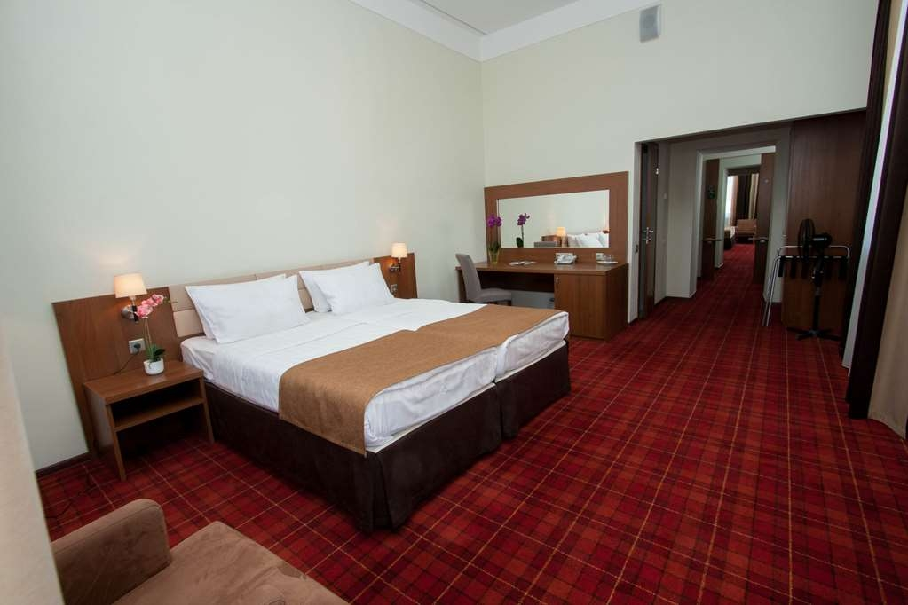 Best Western Plus Centre Hotel - Junior Suite- 1 King Bed