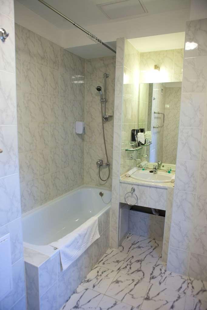 Best Western Plus Atakent Park Hotel - Suite Bathroom