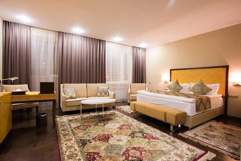 Best Western Plus Astana - Executive Junior Suite Bedroom - 1 King Bed,Air-conditioning, LCD TV, Mini bar