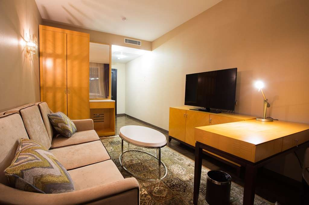Best Western Plus Astana - Executive Suite Bedroom - 1 King Bed, Air-Conditioning, LCD TV, Mini bar