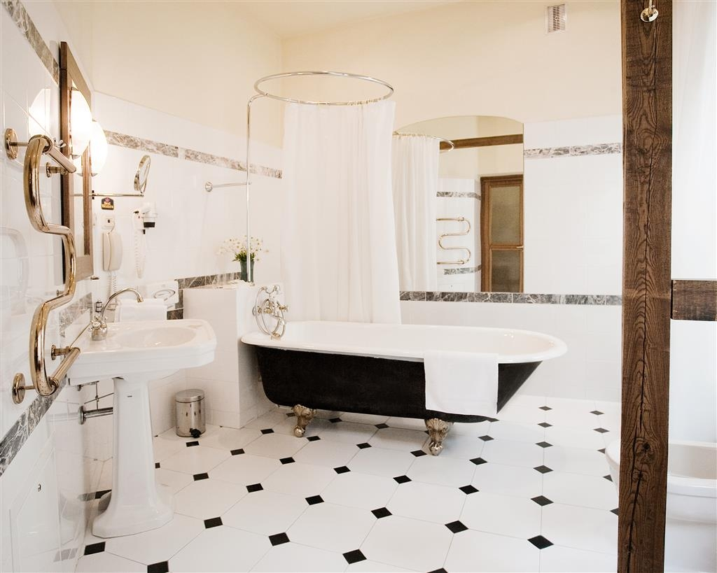 Best Western Santakos Hotel - Bad des Gästezimmers