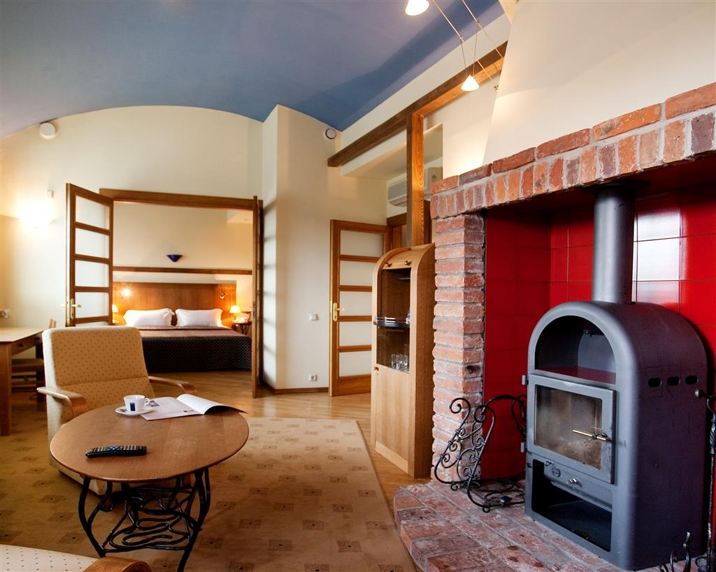 Best Western Santakos Hotel - Suite with a fireplace and terrace.