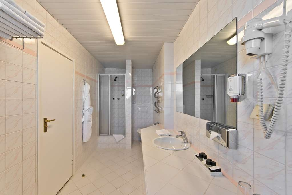 Best Western Vilnius - Twin Room Bathroom