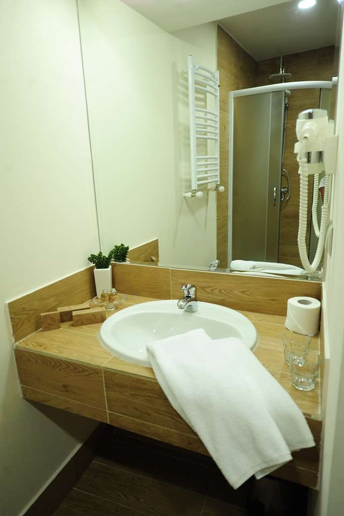 Best Western Tbilisi Art Hotel - Guest Room Bathroom