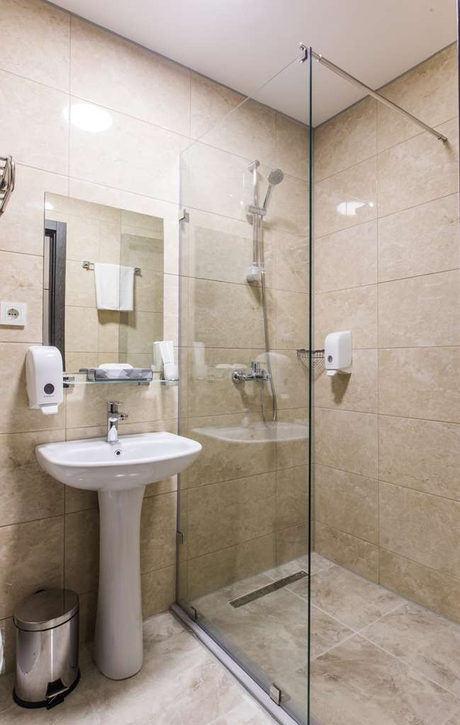 Best Western Sairme Resort - Guest Bathroom in Room with Two Twin Size Beds