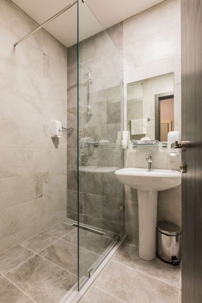Best Western Sairme Resort - Standard Guest Bath in Room with One King Size Bed