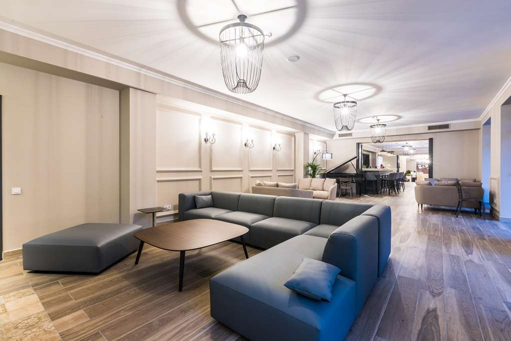 Best Western Sairme Resort - Lobby Seating Area with Piano