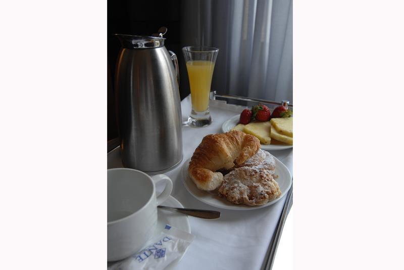 Best Western Premier Hotel Dante - Do you want breakfast in the room? Enjoy our room service.