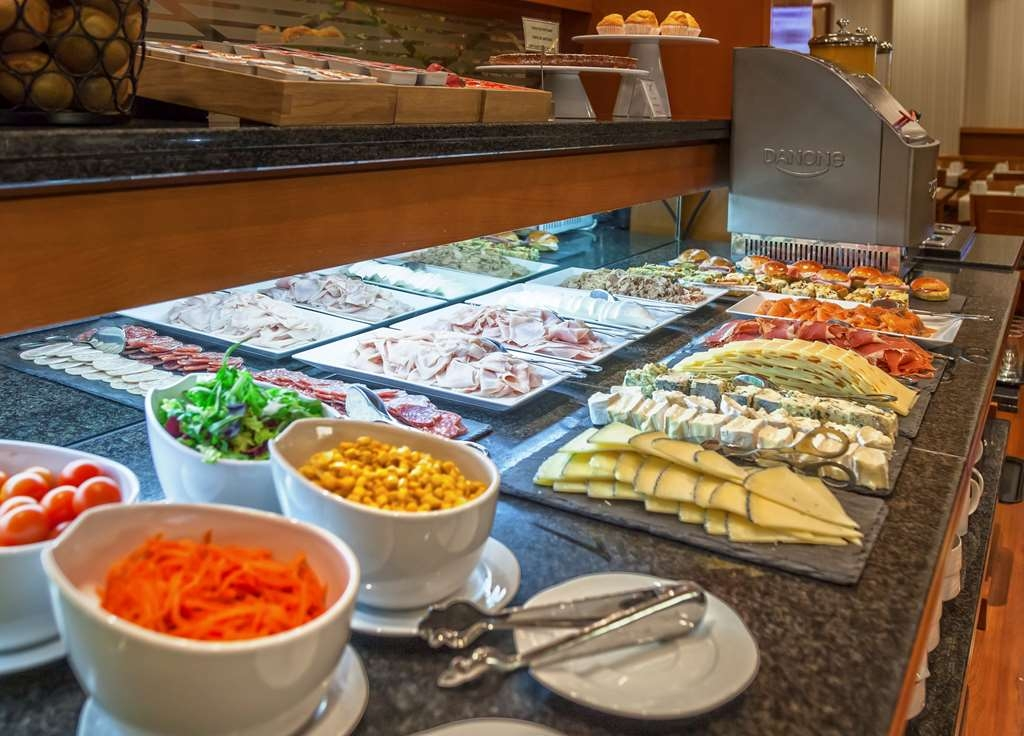 Best Western Premier Hotel Dante - Did we mention cereal and fruit options are available for all guests staying at our premier hotel?