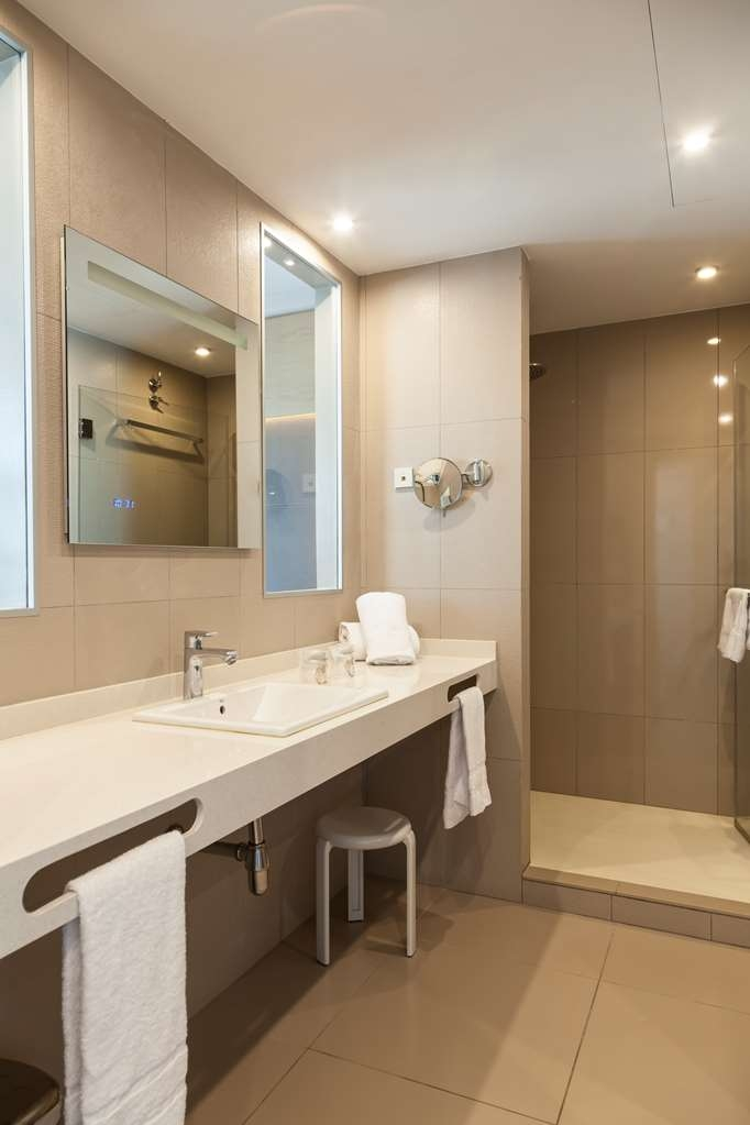 Best Western Hotel Mediterraneo - Guest Bathroom