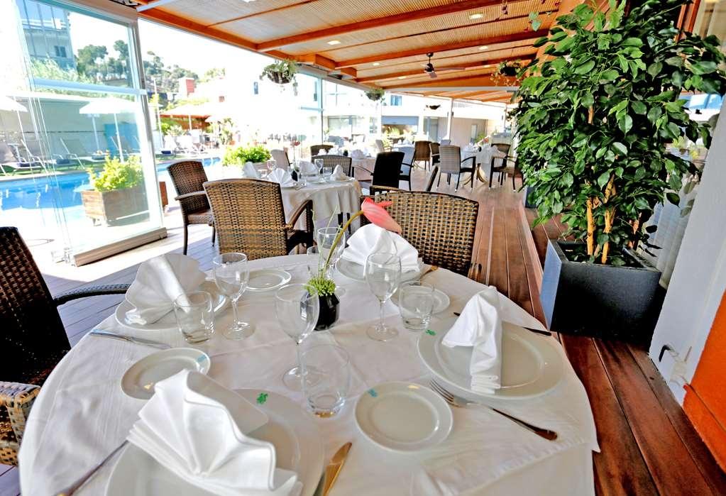 Best Western Hotel Mediterraneo - Vue de la piscine