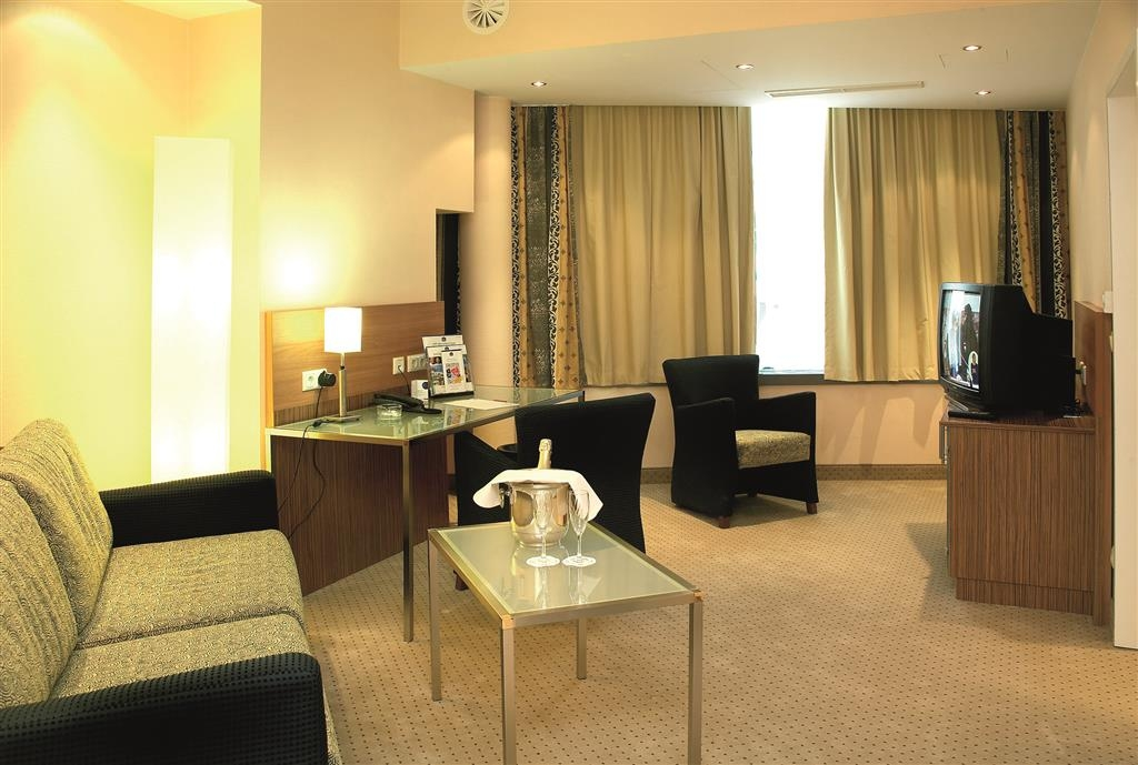 Best Western Hotel International - Salon de la suite