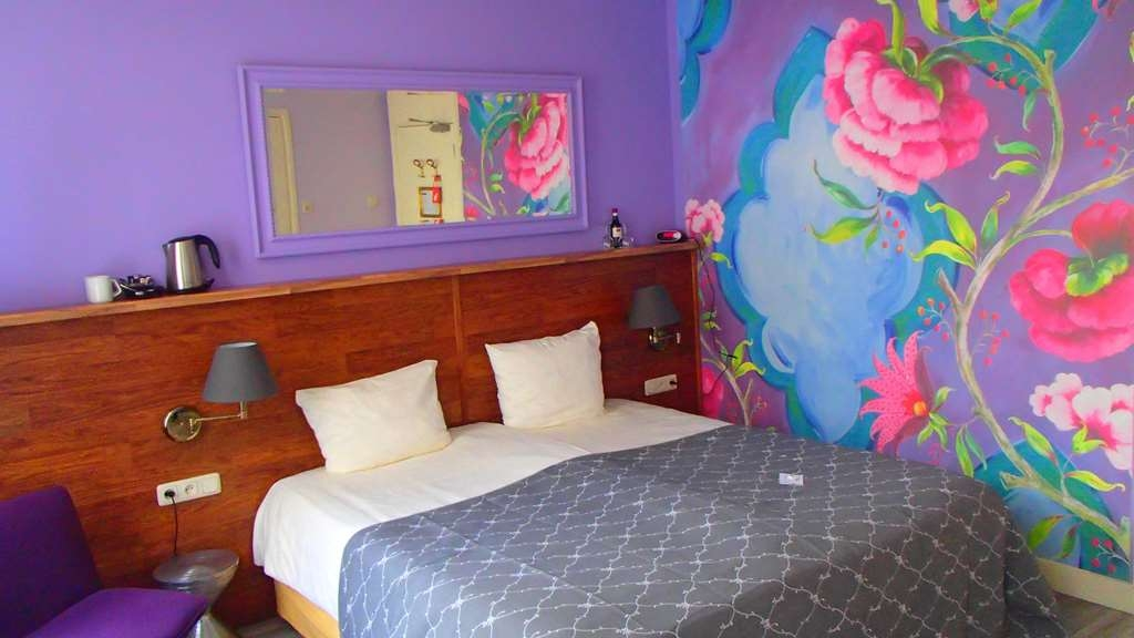 Best Western Hotel Den Haag - King Bed Guest Room