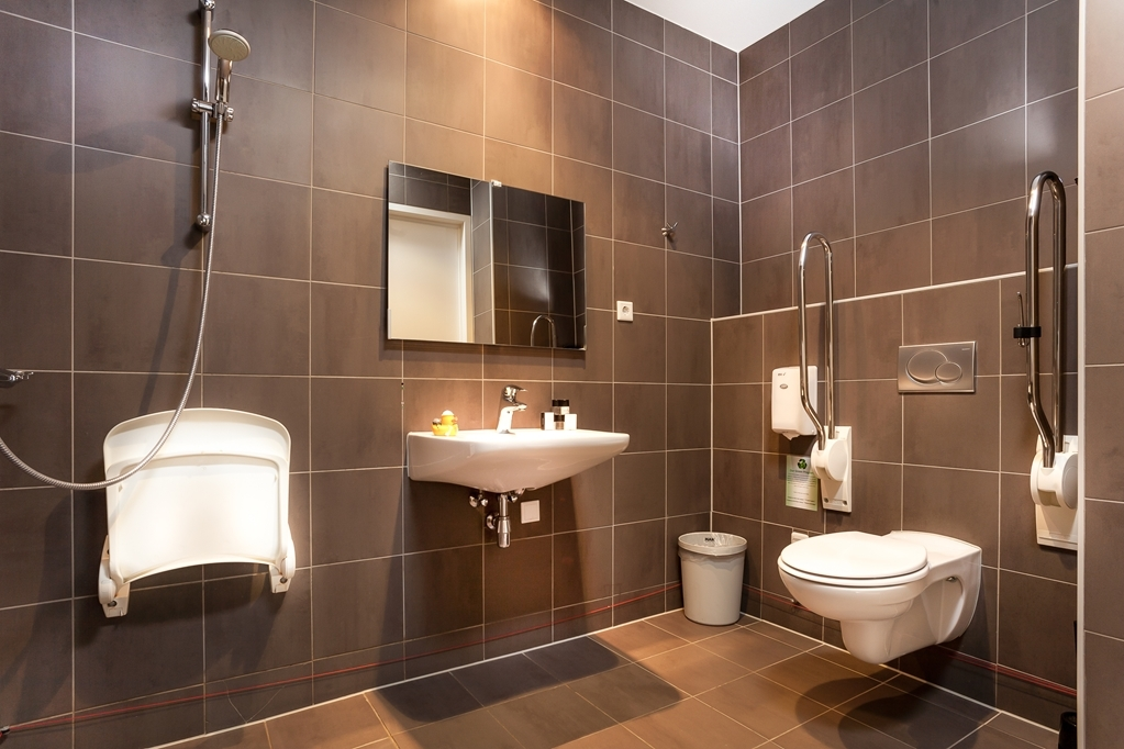 Best Western Zaan Inn - Mobility Accessible Bathroom